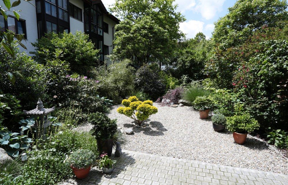Halbschattiger Stadtgarten